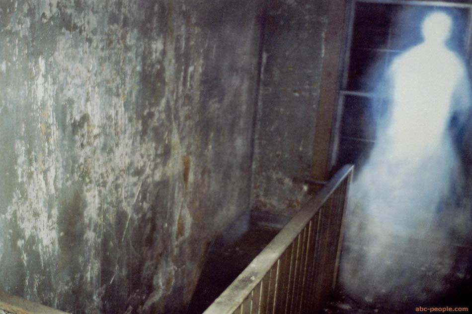 http://www.abc-people.com/phenomenons/ghosts/photo-40b.jpg