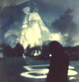 http://www.abc-people.com/phenomenons/ghosts/photo-m3-9.jpg
