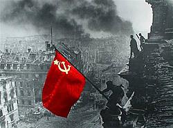 1 мая лейтенант Алексей Берест и сержанты Михаил Егоров и Мелитон Кантария водрузили над рейхстагом Знамя Победы